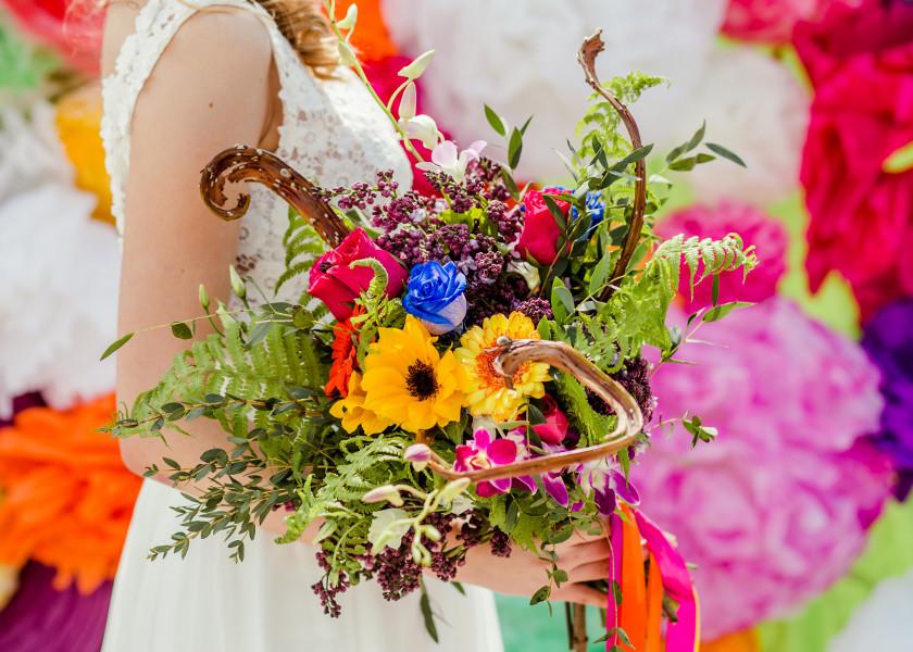 Kolorowy bukiet ślubny w stylu boho.