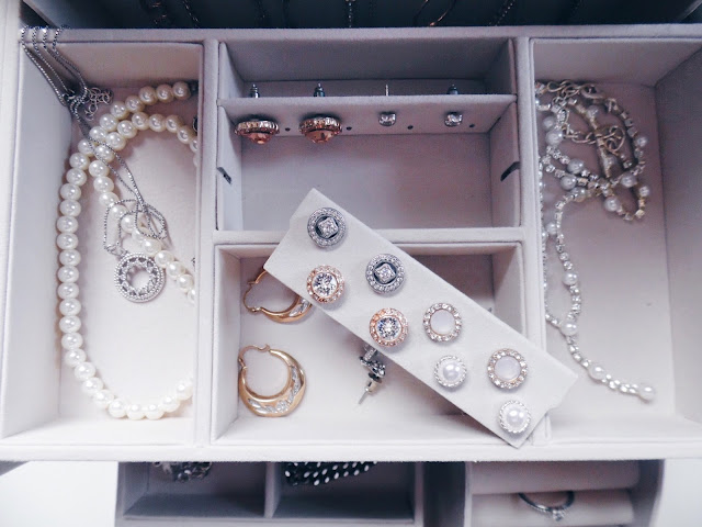 close up jewellery box
