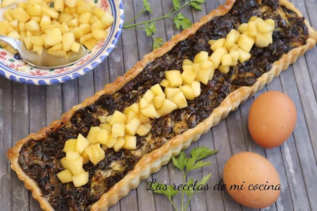 Tarta de revuelto de morcilla con manzana y miel (VIDEORECETA)