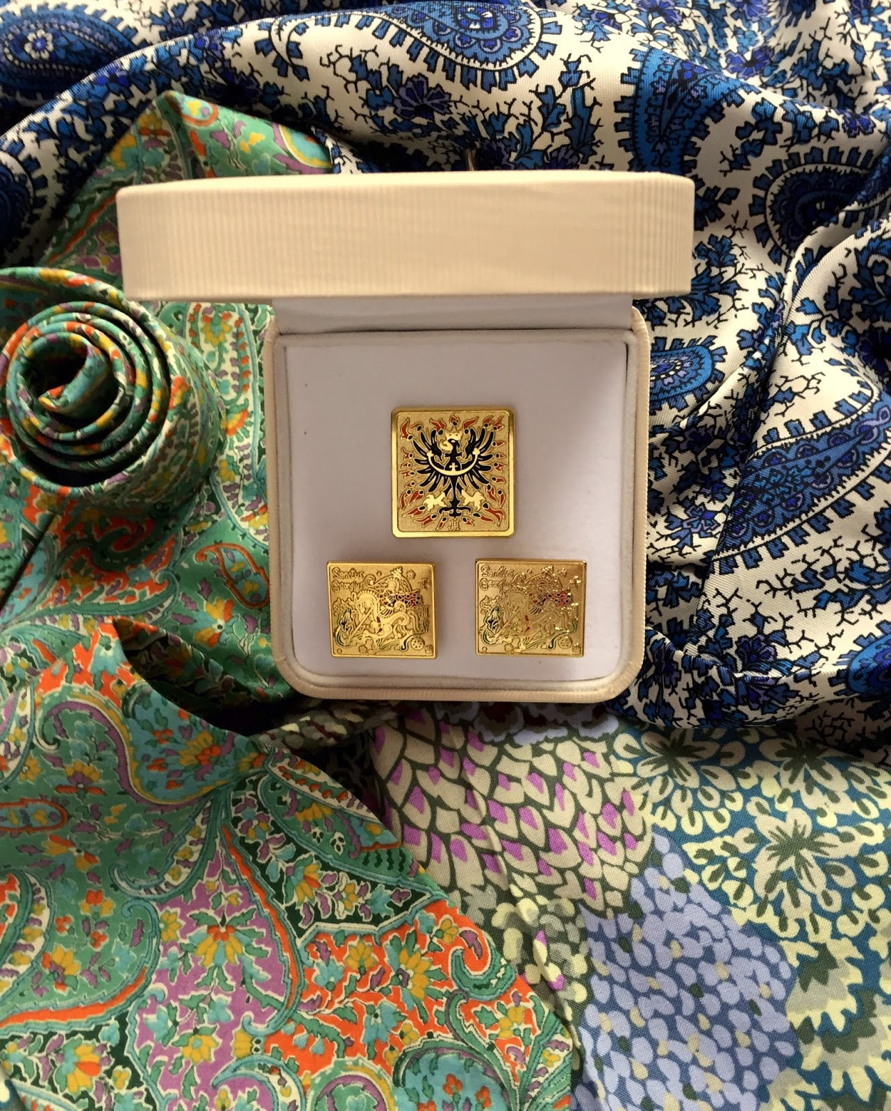 The gift box with cufflinks and the lapel badge