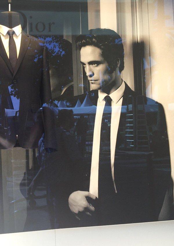 11 Mayo - #DiorRob En la tienda de Dior en la Croisette (Cannes)!!!! CiGhimTWMAAVcKB
