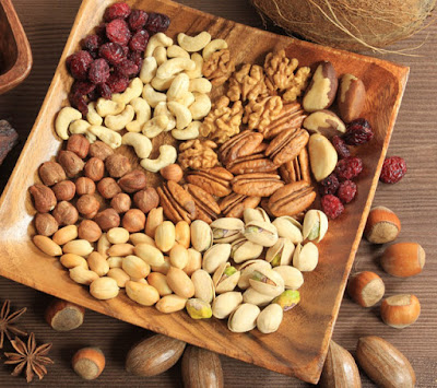 Tránh để bé ăn nhiều loại hạt ngày tết