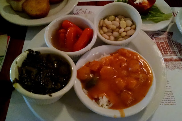 традиційні страви Міссісіпі -  салатна гірчиця, квасоля, морква та аутуфей з креветок (Étouffée)