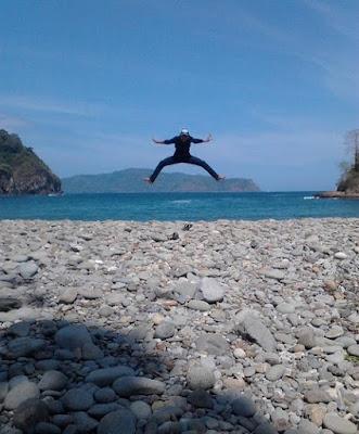 Keindahan Pantai Batu Banyuwangi