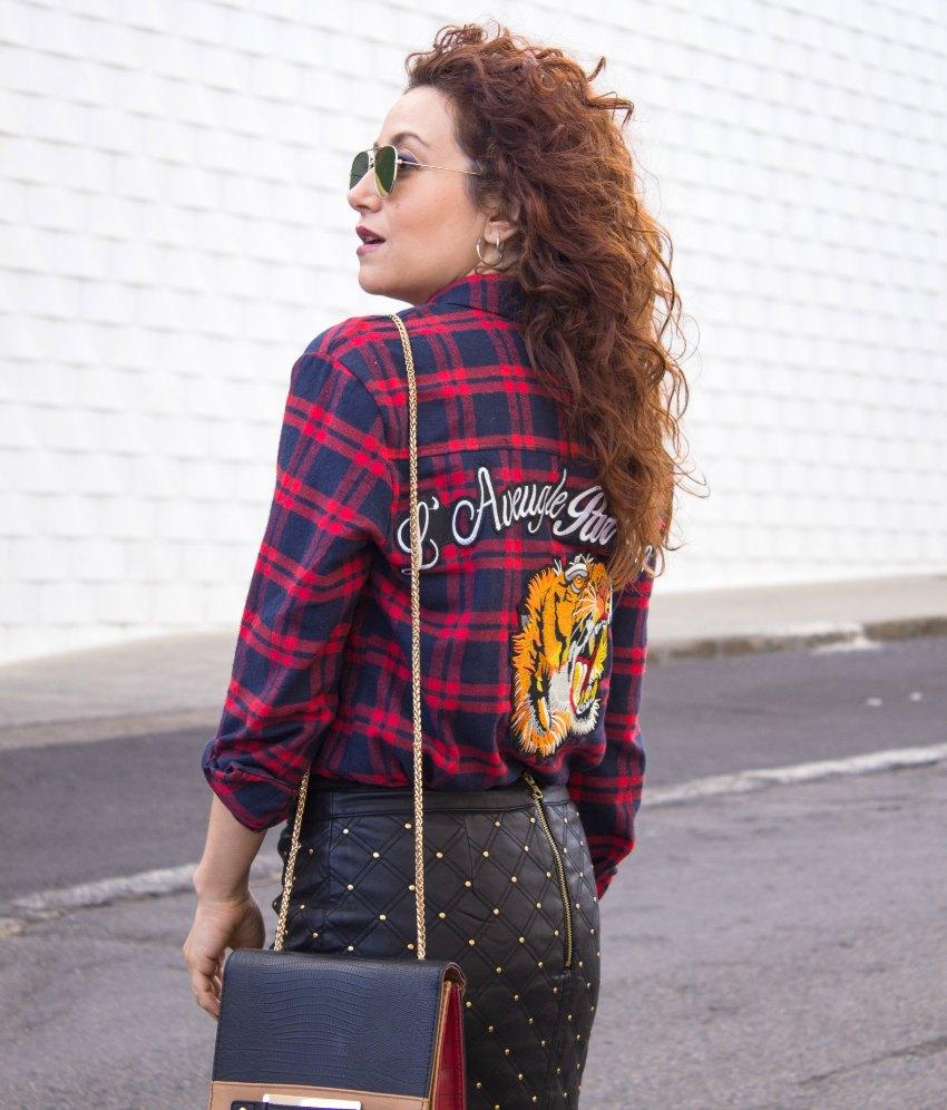melange_boutique_fashion_blog_de_moda_falda_cuero_tachuelas_chaqueta_vaquera_borreguito_mango_botas_altas_zalando_linea_gucci_laveugle_par_amour_tigre_camisa_tartan_dresslily_12