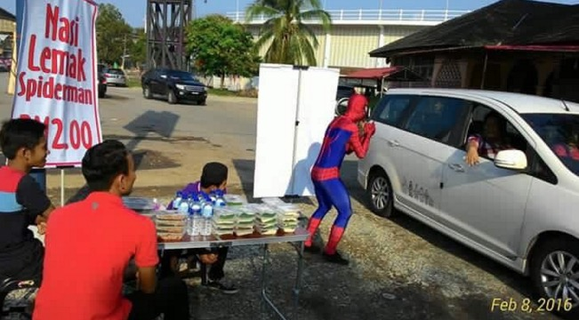 'Spiderman' jual nasi lemak akhirnya buktikan dirinya berjaya