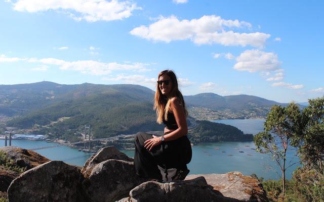 El Puente de Rande desde el Banco más Bonito de las Rías Baixas, Galicia