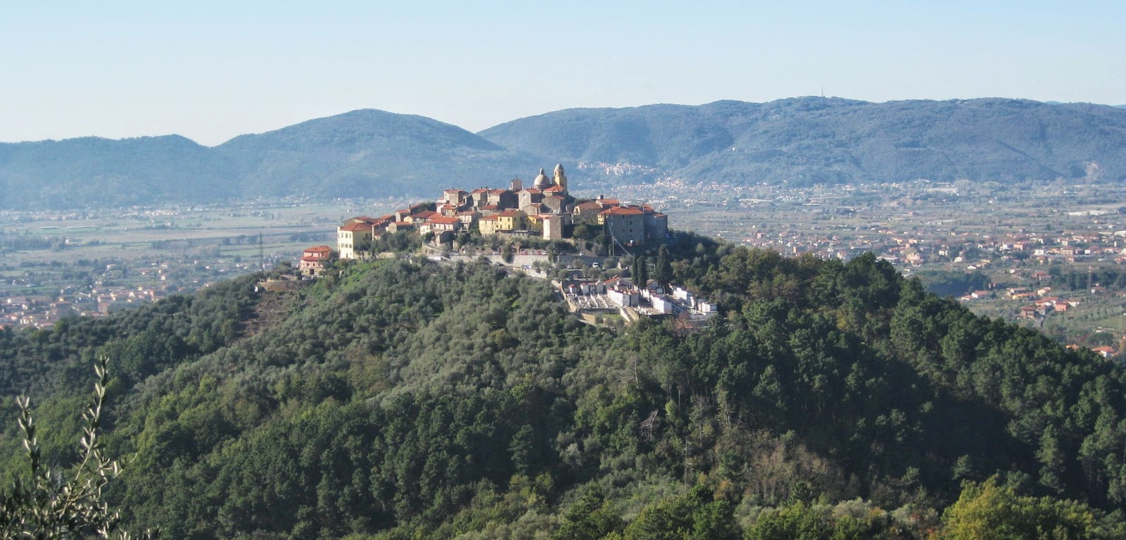 The hill town of Nicola overlooking the plain in lower Lunigiana.