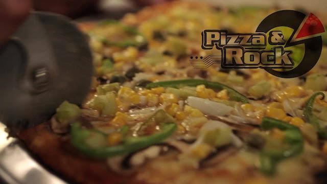 Pizza & Rock, se enfoca más en lo cultural, pasando por la gastronomía de una deliciosa pizza artesanal, hasta las actividades de club de conversación de inglés, cine foros, galería de arte y en algunas oportunidades presentaciones en vivo de propuestas musicales.