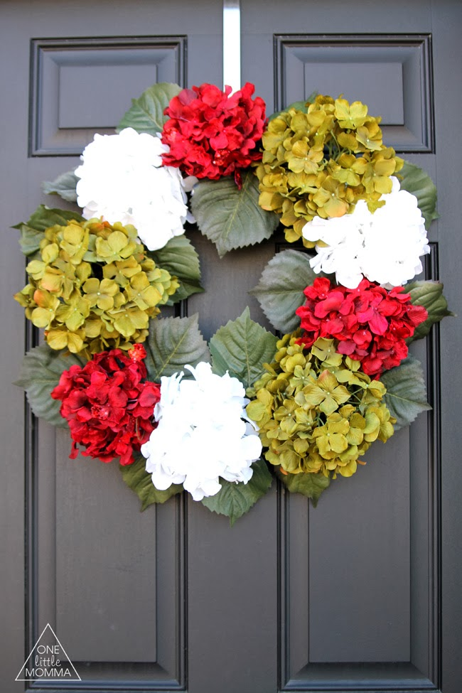 Easy tutorial for this gorgeous Christmas Hydrangea Wreath