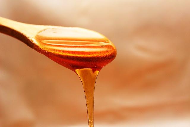 وصفات فعالة من عسل النحل للبشرة الدهنية