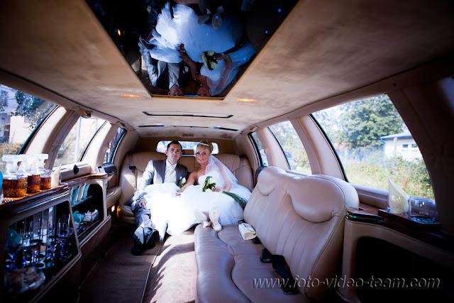 Brautpaar innen in der Excalibur W3 Limousine