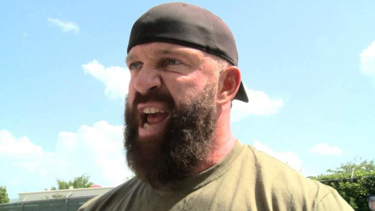 Eric Young diz que Vince McMahon falhou como líder na WWE