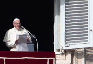 El Papa Comunista preocupado porque los homosexuales pueden invadir sus iglesias