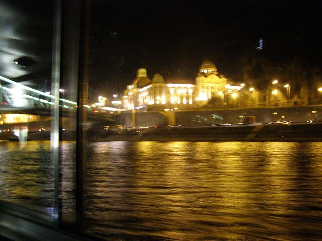 vedere spre podul cu lanturi si dealul Castelului BUda
