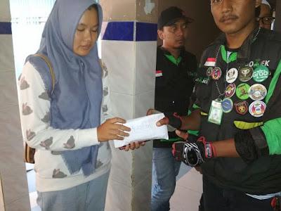Mitra Gojek Bandarlampung Bantu Rekannya Yang Menjadi Korban Tabrak Lari