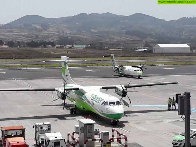 El Gobierno de Canarias solicitará al Estado que se amplíe la capacidad en el transporte aéreo insular, ahora limitada al 50% del avión, a partir del próximo 1 de junio