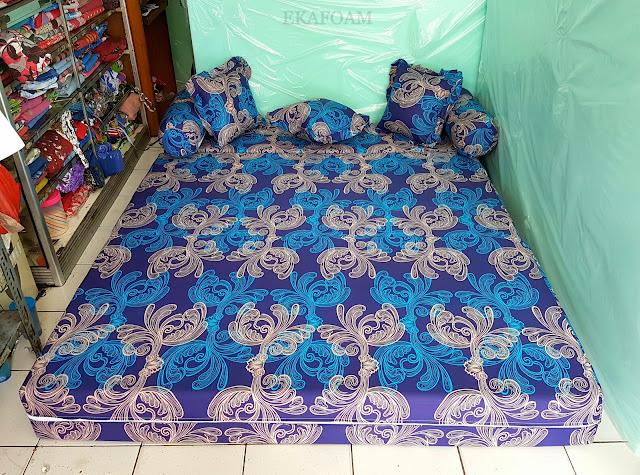Sofa bed inoac dengan corak motif minimalis Eterna