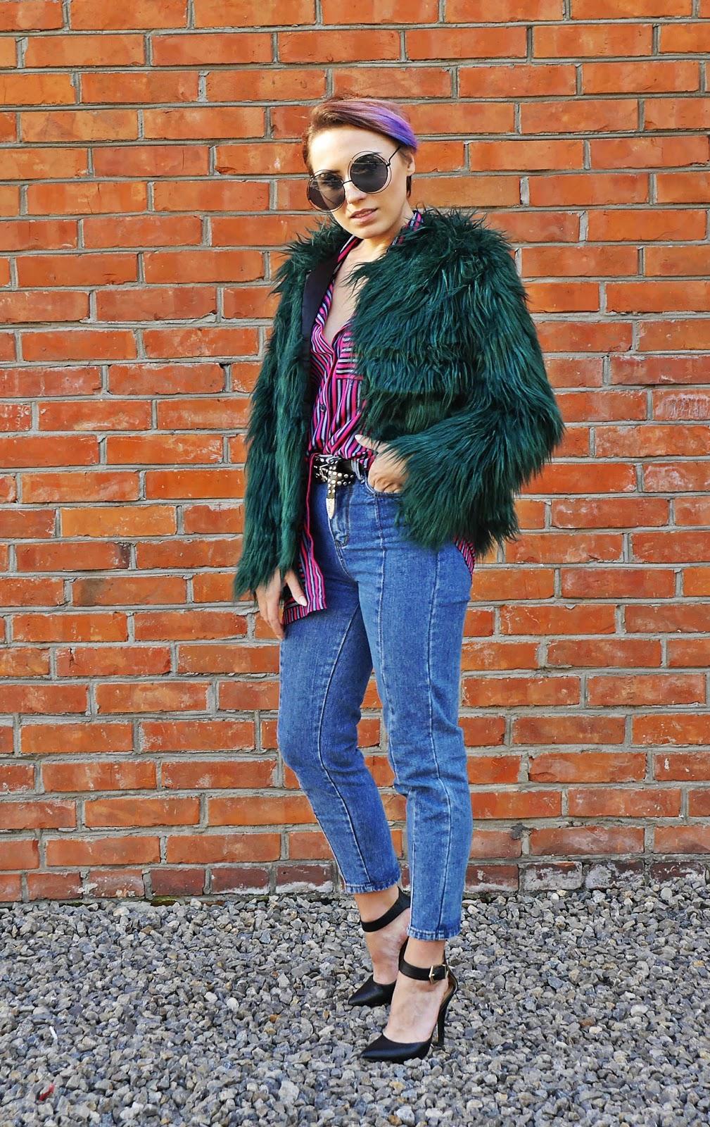 1_zielone_futerko_spodnie_z_wysokim_stanem_pasiasta_koszula_karyn_blog_modowy_031017