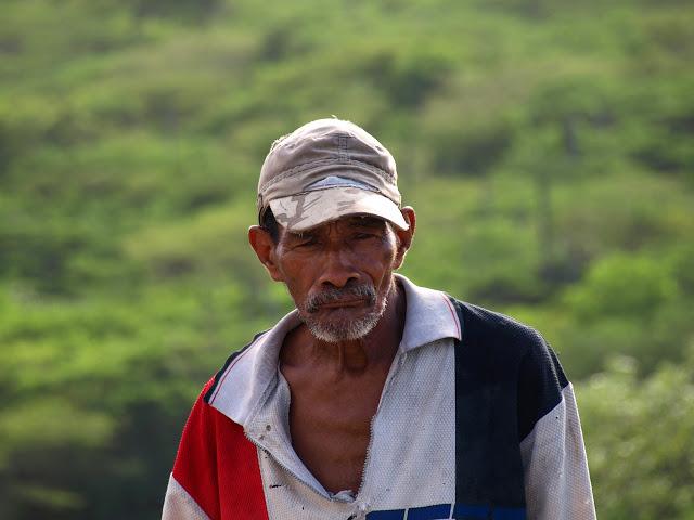 imagene de un hombre mexicano de piel oscura