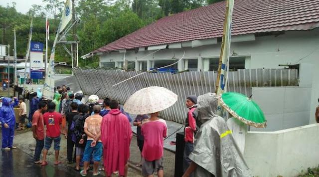 Kanopi Bank BRI di Banjarnegara Roboh, Dua Nasabah Meninggal