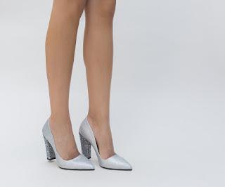 Pantofi Boby Gri cu toc gros cu gliter argintiu