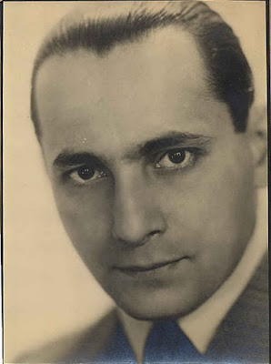 Singer Leo Monosson