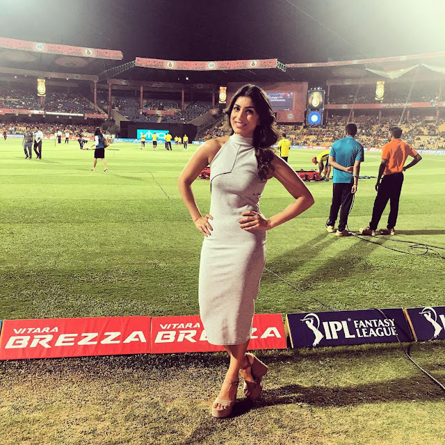 pallavi sharda at rajkot cricket ground for IPL 2016