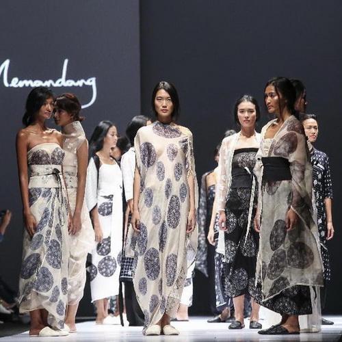 Tinuku JFW 2017, Chitra Subiyakto and textile house Sejauh Mata Memandang presents fabric inspired Borobudur reliefs