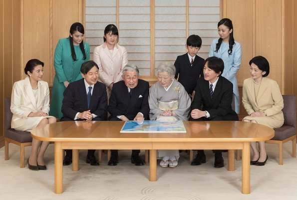 Emperor Akihito, Empress Michiko, Crown Prince Naruhito, Crown Princess Masako, Princess Aiko, Princess Kiko, Princess Mako, Princess Kako