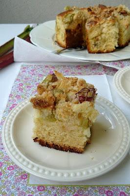 Ciasto drożdżowe z rabarbarem i kokosową kruszonką
