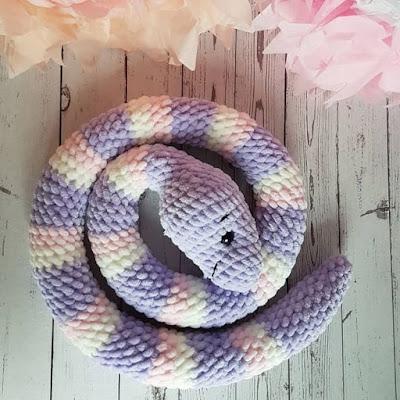 Змея амигуруми из плюшевой пряжи
