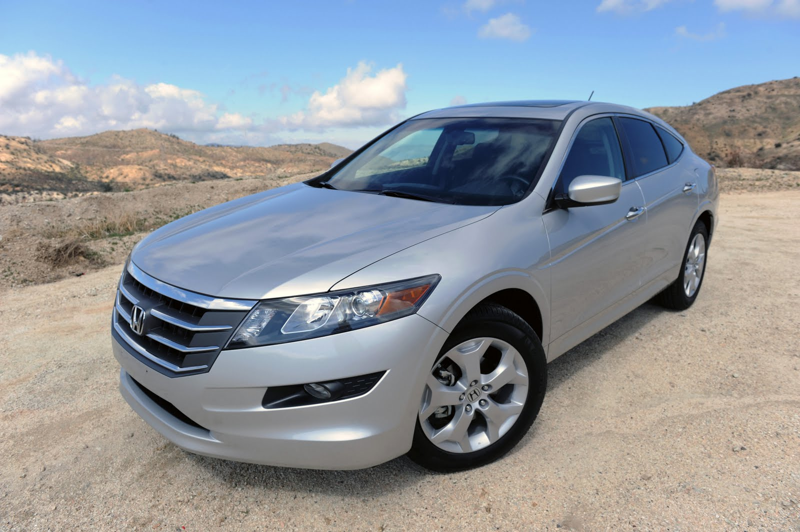 auto journal review honda accord crosstour. Black Bedroom Furniture Sets. Home Design Ideas