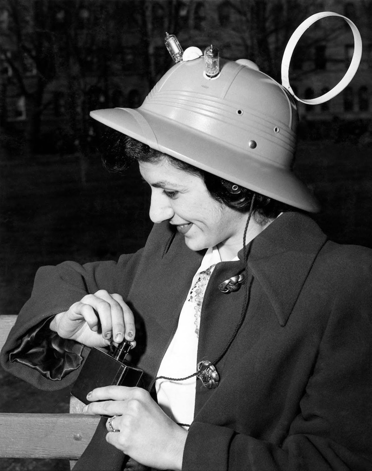 Thanks to a successful publicity campaign, the radio hat was sold at stores from coast to coast in the United States.