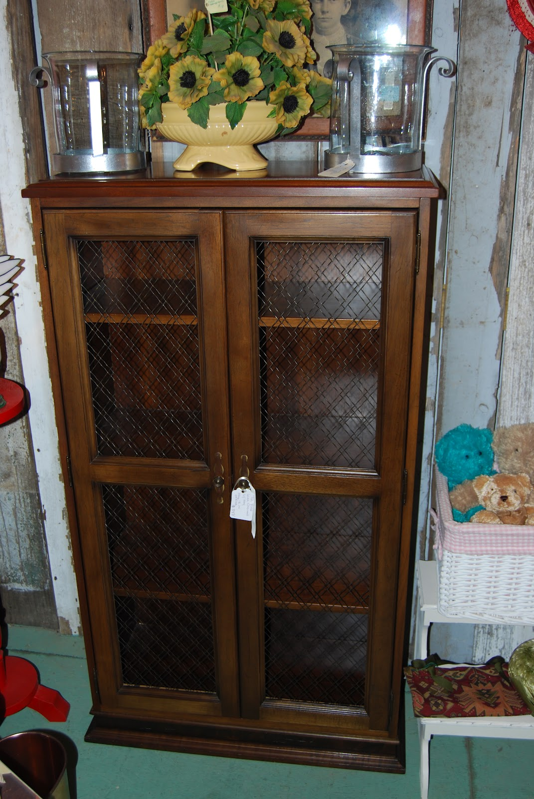 SuzAnna's Antiques: August 2012