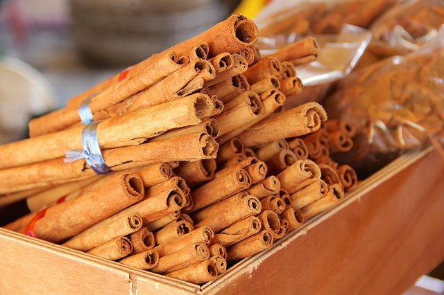 Canela en rama, muy usada como condimento para dar sabor y aroma a diversos platos