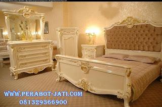 Set kamar tidur mewah dan elegan