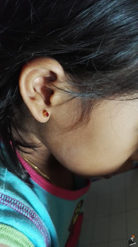 Tindik Telinga Pada Kanak-Kanak