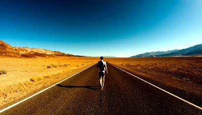 Resultado de imagem para caminhando pela estrada