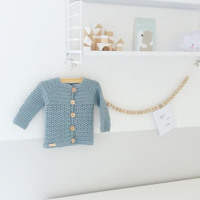 http://treasurycreations.blogspot.com/2016/09/vestje-voor-mini.html