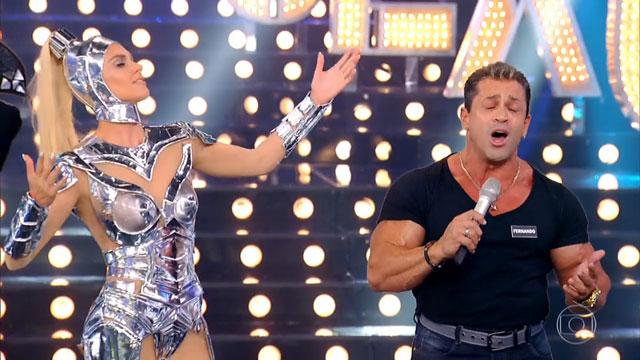Fernando Sardinha dá palhinha ao vivo no palco do Amor & Sexo. Foto: Reprodução