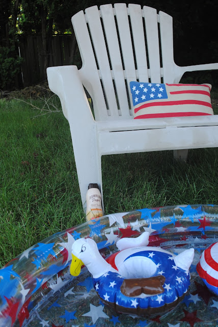 Relax this 4th of July with a pool party. Inspiration found at www.fizzyparty.com