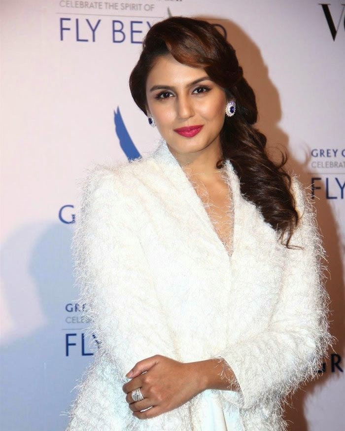 Huma Qureshi, Pics from Red Carpet of Grey Goose & Vogue's Fly Beyond Awards 2014