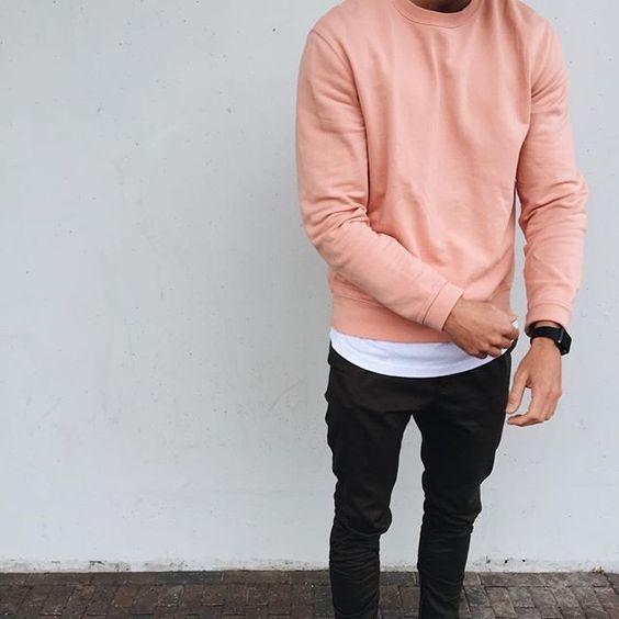 look masculino com suéter rosa