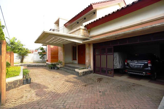 Tampak Depan Samping Dari Dalam Rumah Mewah Di Jalan Kemiri II Simpang Limun Medan Sumatera Utara - 0812 8383 8397