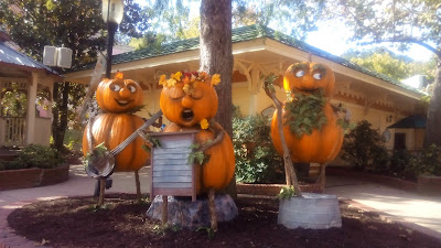 pumpkin statues dollywood