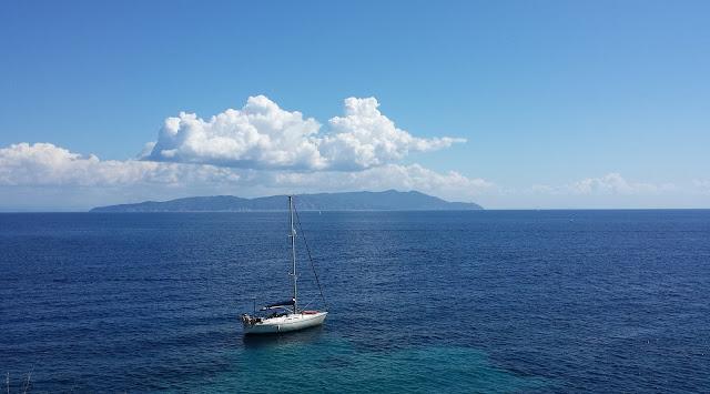 L'isola del Giglio vista dal mare