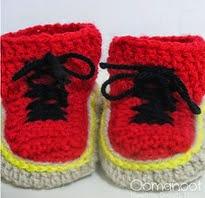 http://translate.google.es/translate?hl=es&sl=en&tl=es&u=http%3A%2F%2Fwww.blog.oomanoot.com%2Fdr-martens-baby-booties-pattern-crochet%2F