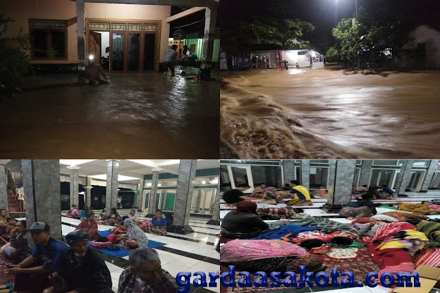 <b>Sejumlah Desa di Sekotong dan Lembar Terendam Banjir, Warga Mengungsi di Masjid</b>