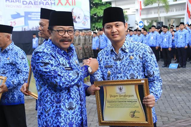 Laksanakan LPPD dengan Baik, Pemkab Trenggalek Terima Penghargaan dari Gubernur Jatim